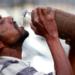 インドではペットボトルから口を離してラッパ飲み!「インド飲み」の難易度ランキング!